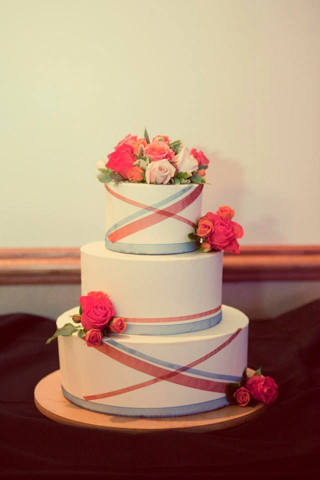 Here are some wedding ideas from @Samantha Young Tree Greetings to help you keep cost under control. #weddingideas #weddingbudget #peartreegreetings