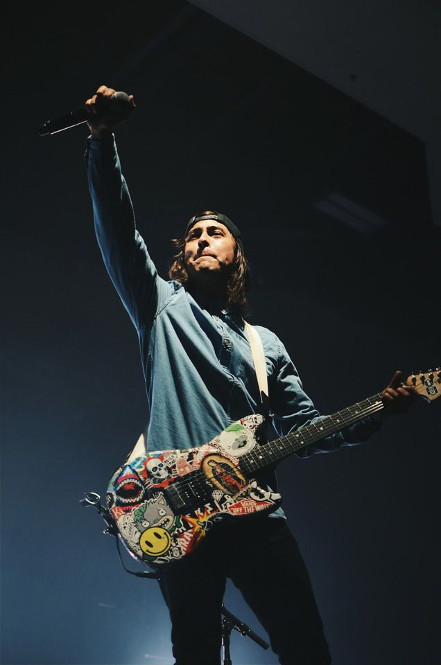 Vic Fuentes of Pierce The Veil | Music in 2019 | Pinterest ...