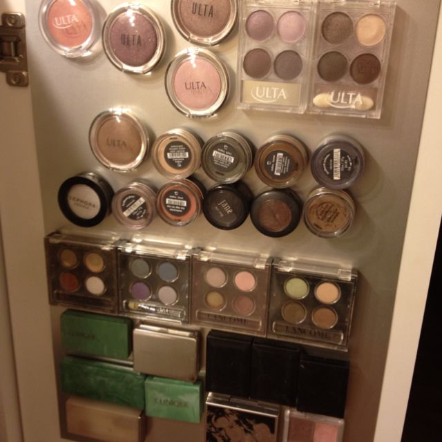 Use magnets to organize your makeup and make eyeshadows easy to find!