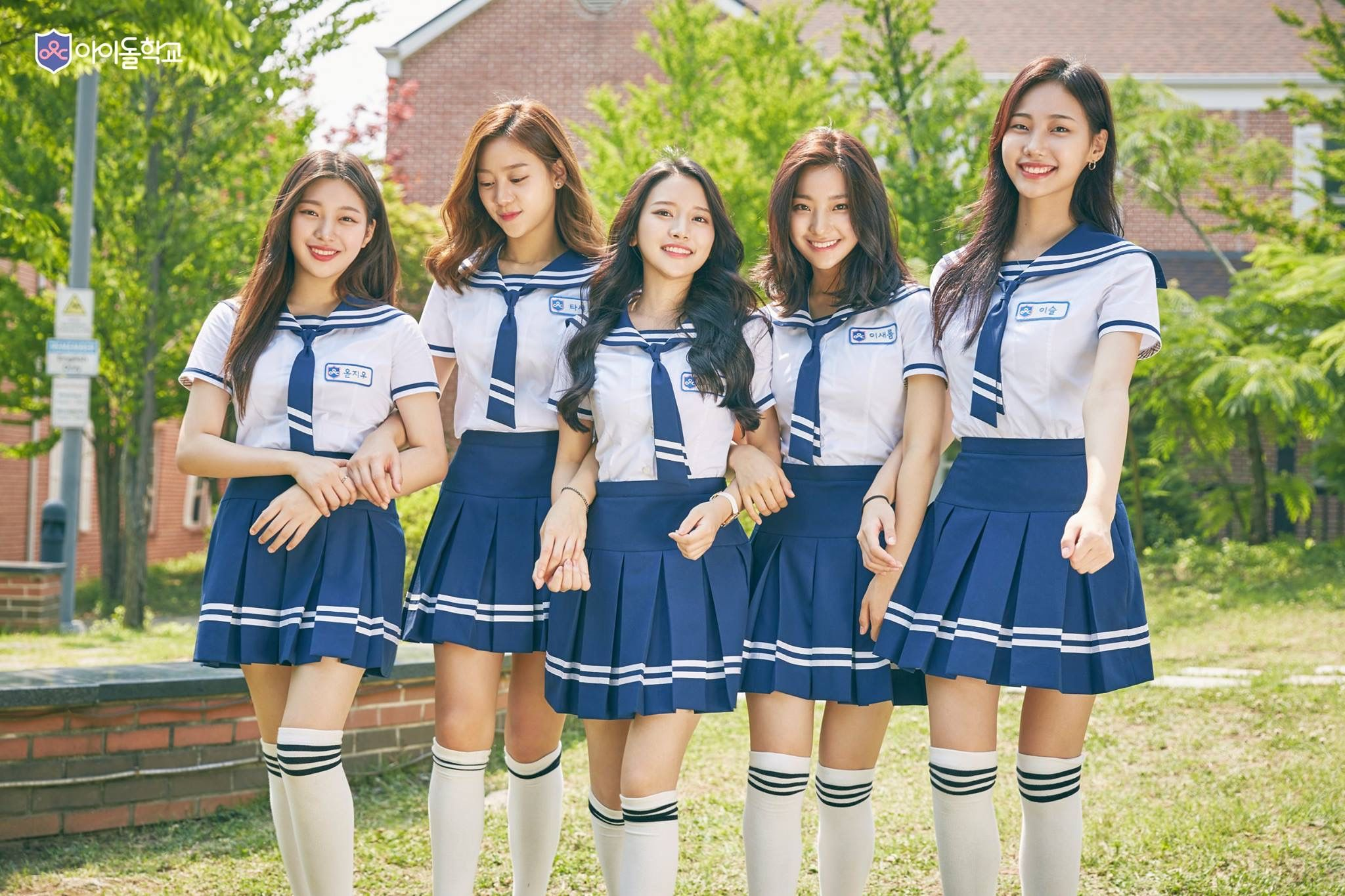 japanese-school-girls-group