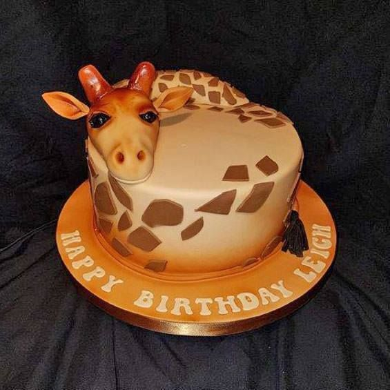 Giraffe cake by Emma Parkes For more animal themed cake ideas