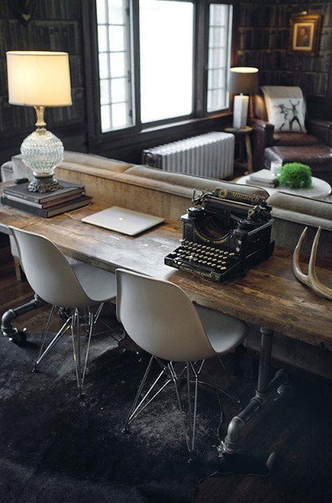 + montar tabla sobre las patas rojas le daría funcionalidad...y sería una pieza espectacular... con un par de taburetes quedaría una cómoda zona de bar para sentarse los hombres o para poner unos pinchos + para la tabla calculo unos 150 euros en roble y la mitad en pino