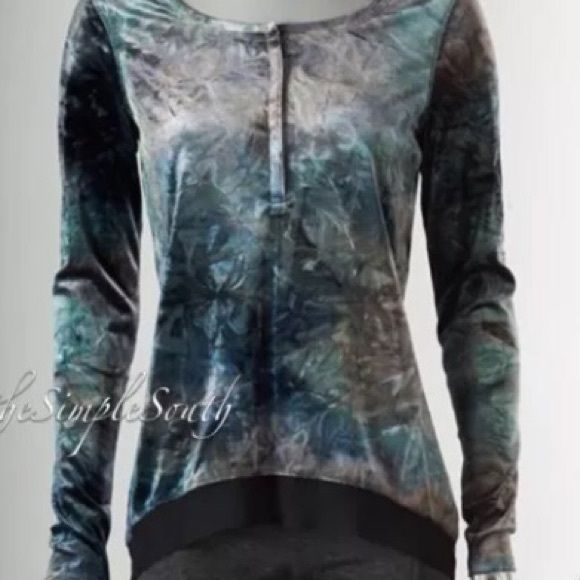 """Vera Wang velvet tunic NWOT Splendid velvet tunic of gray, black, blue, & teal. Reselling due to wrong size ordered. Oops. New without tags. Smoke free home. 18"""" bust, velvet is stretchy. Vera Wang Tops Tunics"""