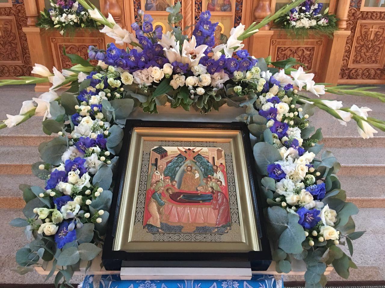 густота кроны украшение плащаницы живыми цветами фото фото голыми
