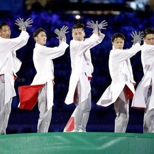 折り紙LED早着替え......リオ五輪閉会式旗引継ぎセレモニーの衣装を解説