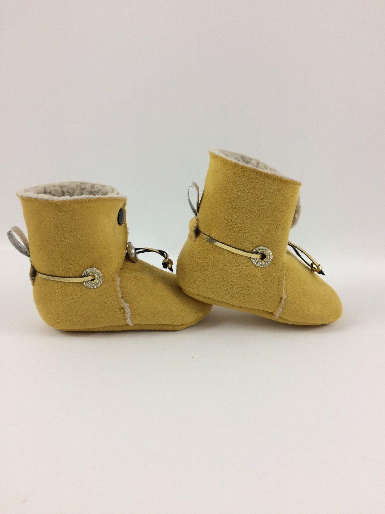 mode designer fd67c 3554c Chaussons bébé, chaussons fourrés, stop lacet, suédine ...