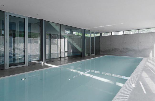 Maison design avec piscine intérieure, House R Architecture - location chalet avec piscine interieure