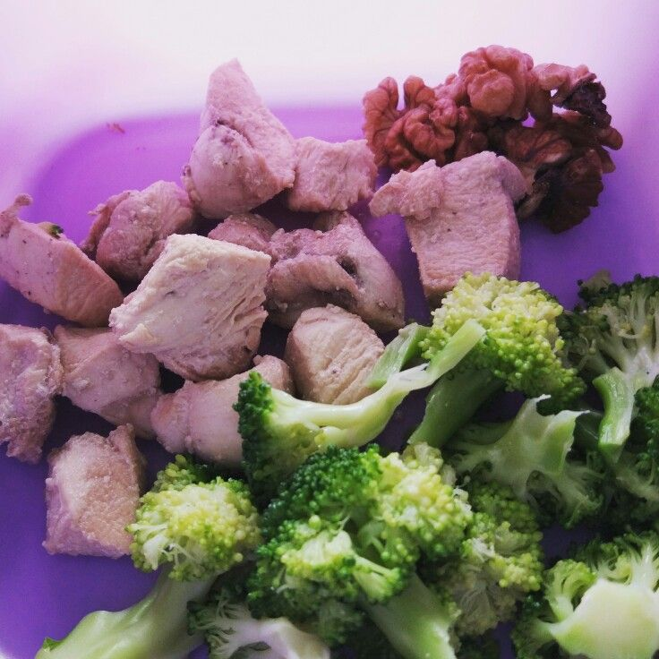 Low Carb : Fatloss Snack :-  Ingredients :-    ◆ 120 gm boiled/grilled chicken ◆ 7 Walnuts ◆ Handful Brocolli  Macro Nutrients :-  Protein : 38 gms , Carbs : 2 gms , Fats : 18 gm