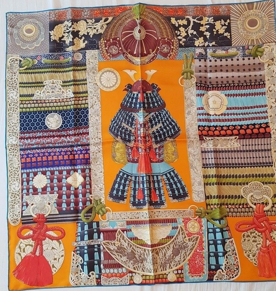 Carré Scarf en Twill Hermès Parures de Samouraïs Soie Silk 90 x 90cm    Vêtements, accessoires, Femmes  accessoires, Echarpes, châles   eBay! 2419f246a0e