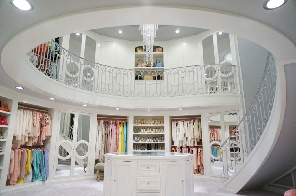 Wondrous Walk-In Wardrobes to Envy | ICONIC LIFE