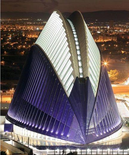Ciudad De Las Artes Y Las Ciencias Valencia Futuristic Architecture Amazing Architecture Unusual Buildings
