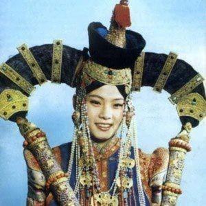 Mongolian Hairstyle For Married Women From Khalka Region Shaman Woman Mongolian Women S Costumes