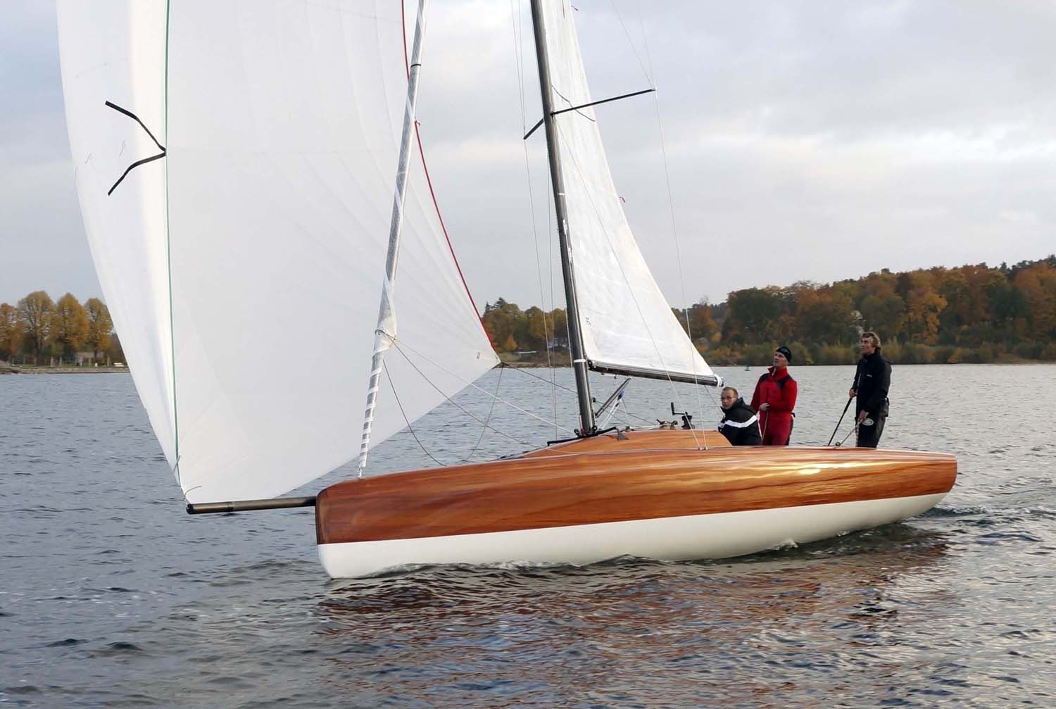 how to avoid capsizing a sailboat