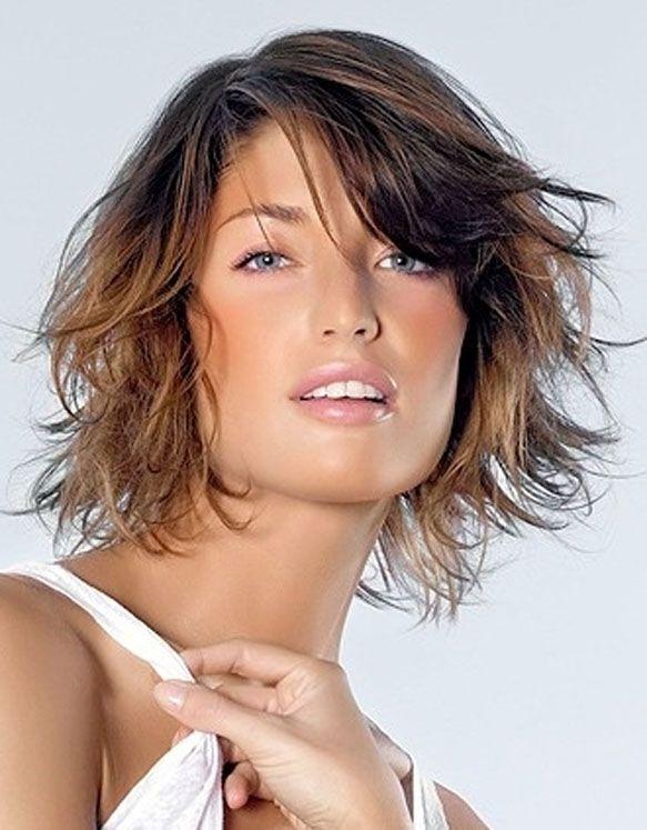 estilos de cortes de pelo medio con color u estilo bangs