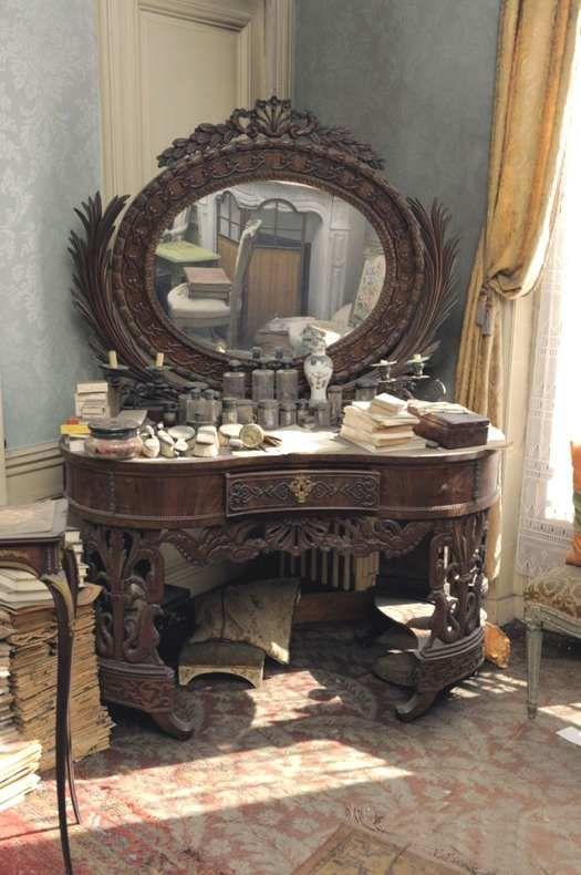 Parigi scoperto un appartamento dove il tempo si fermato e che custodiva un inedito dipinto - Mobili stile vittoriano ...