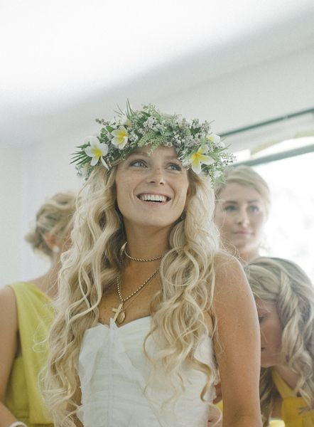 Bride hair perfection, minus the monstrosity atop her head.
