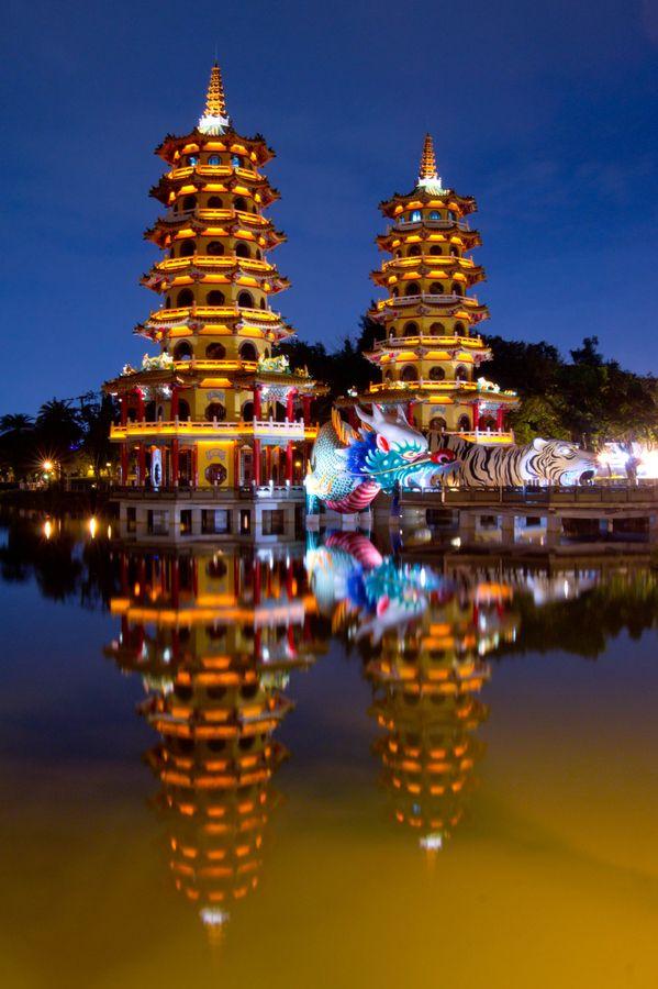 Dragon and Tiger Pagodas at the Lotus Lake in Kaohsiung, Taiwan, China.