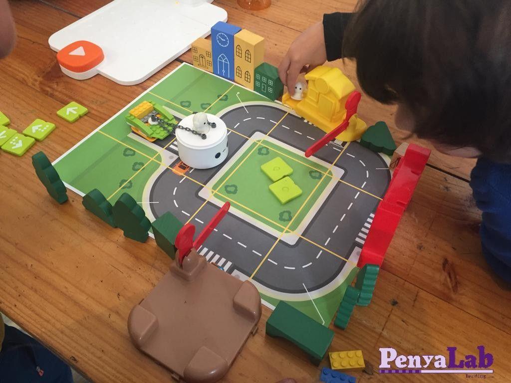 Juguem a 'Paquets a domicili Matatabot'