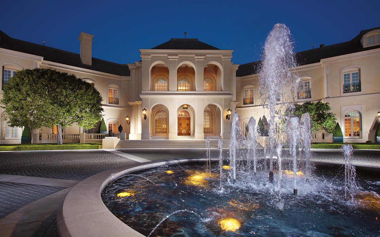If it sells at that price, it will be the most expensive home ever sold in the United States.