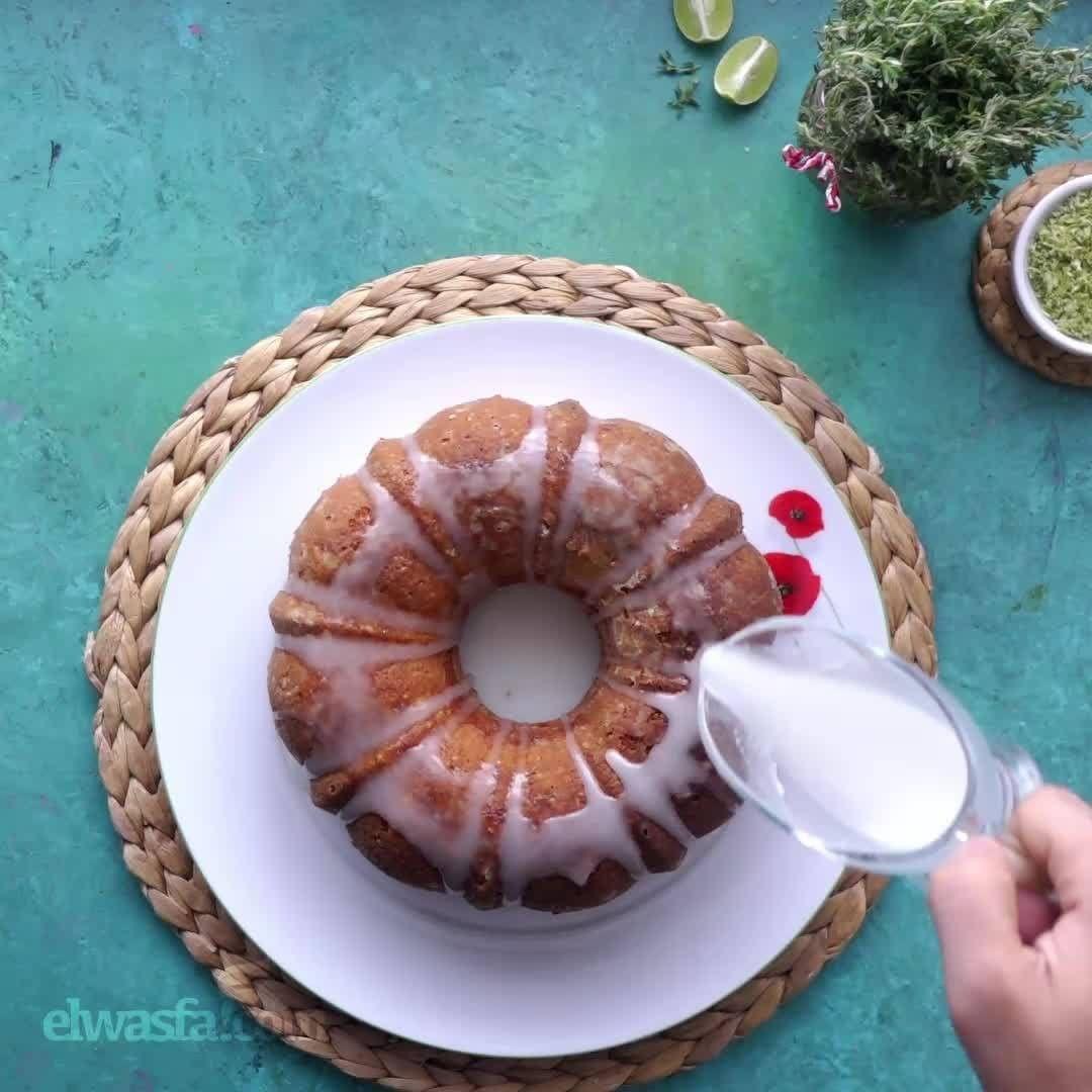 طريقة عمل كيكة الزبادي الطعم مميز علي الفطار المقادير 3 4 كوب زيت نباتى 2 بيض 1 4 كوب عصير ليمون 1 ملعقة كبيرة بشر ليمون 1 كوب زبادى Food Desserts Cake
