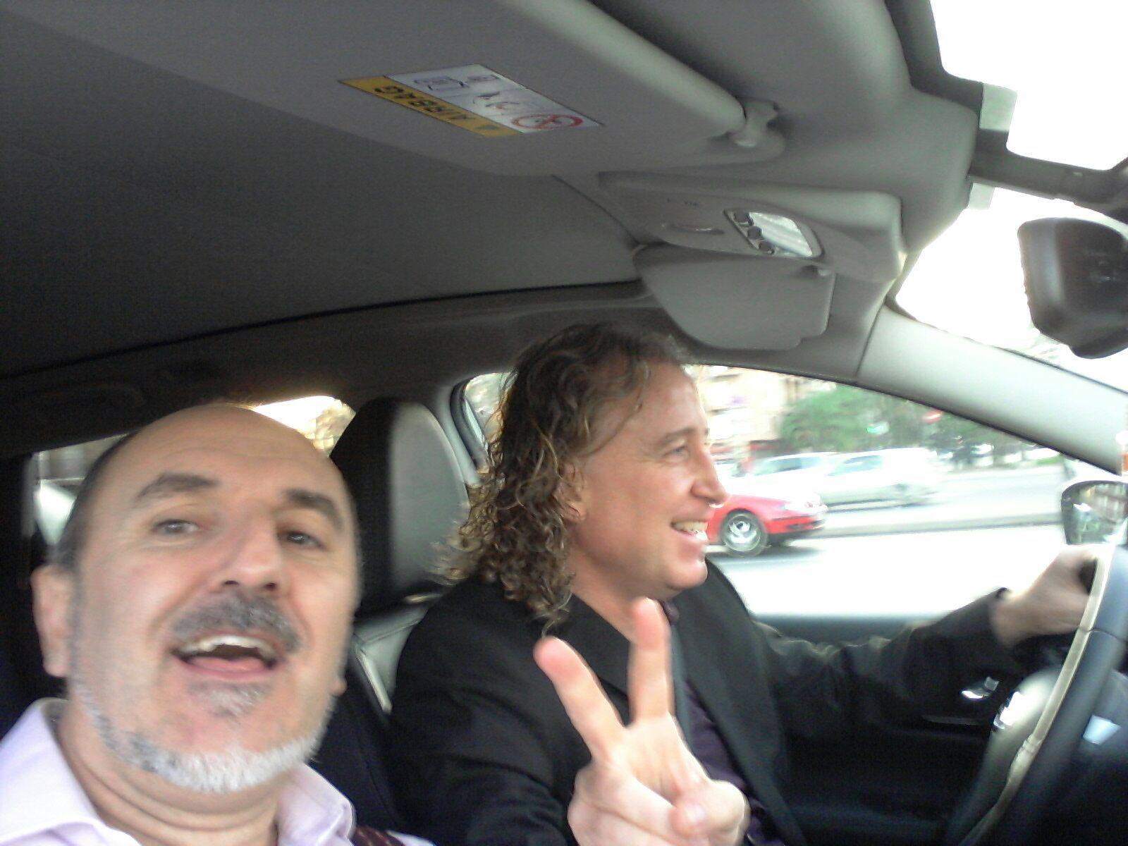 Con Fernando SuperPyme camino de Kinepolis donde impartíamos una conferencia. Menudo crack este Fernando :))