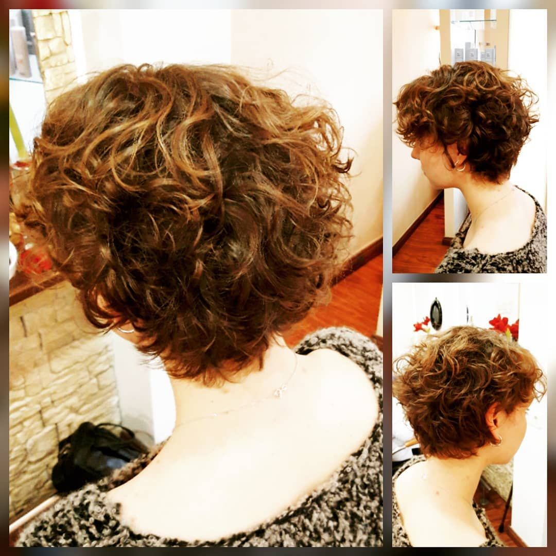 Schone Naturliche Locks Von Einem Bob Bis Zu Einem Frechen Kurzen Haarschnitt Li Curly Curlyhai Haarschnitt Kurz Naturlocken Frisuren Haarschnitt