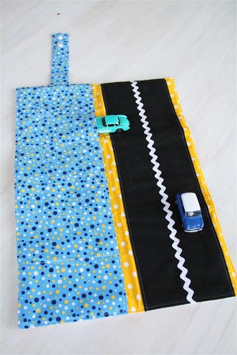 Car Wallet with Road - storage roll for six toy cars - bright cars - by thehappynest on madeit