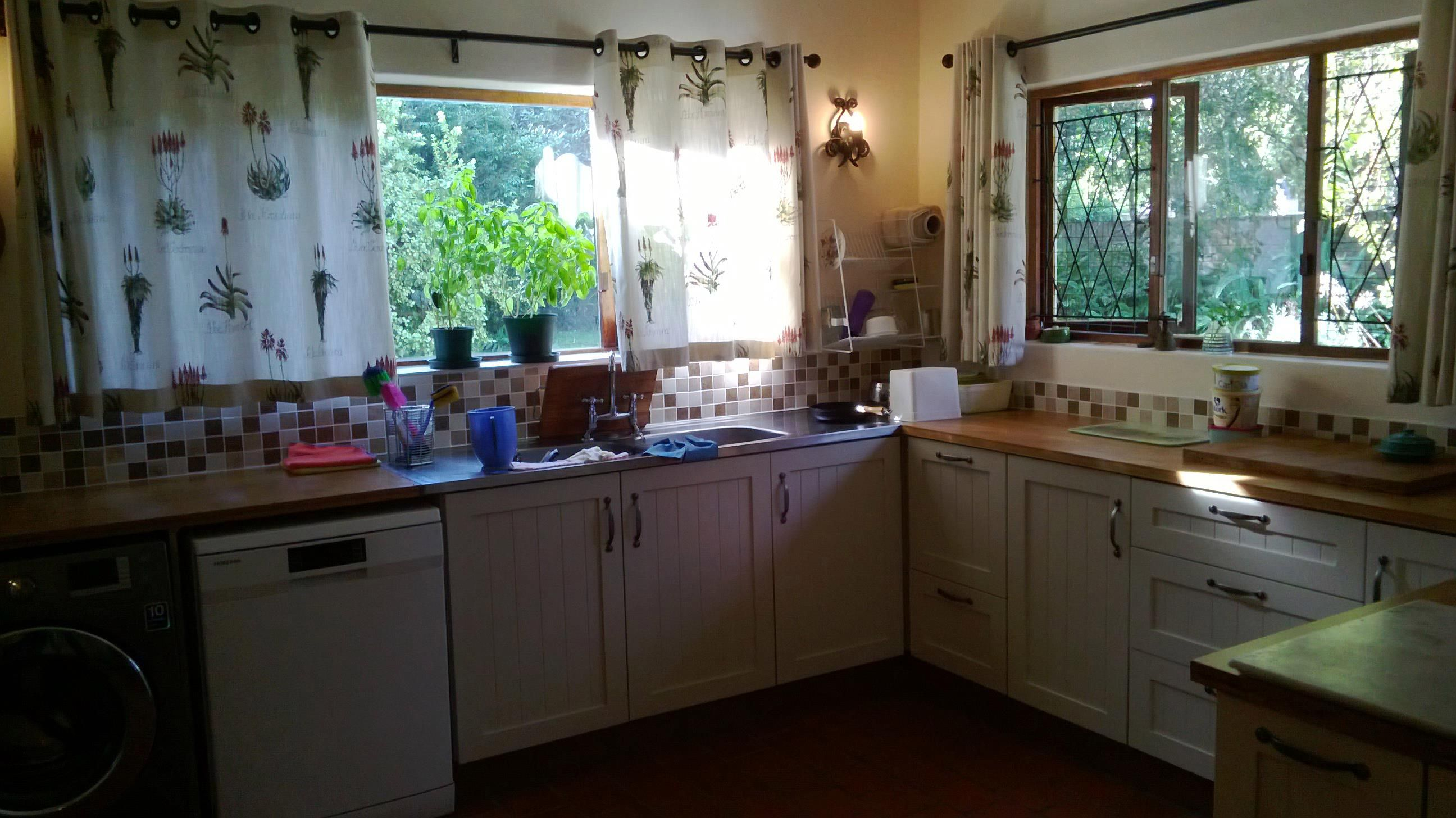 shaker / tongue and groove / light | Kitchen cabinets ...