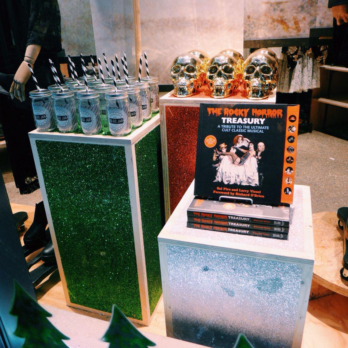 Christmas plinths for UO Amsterdam
