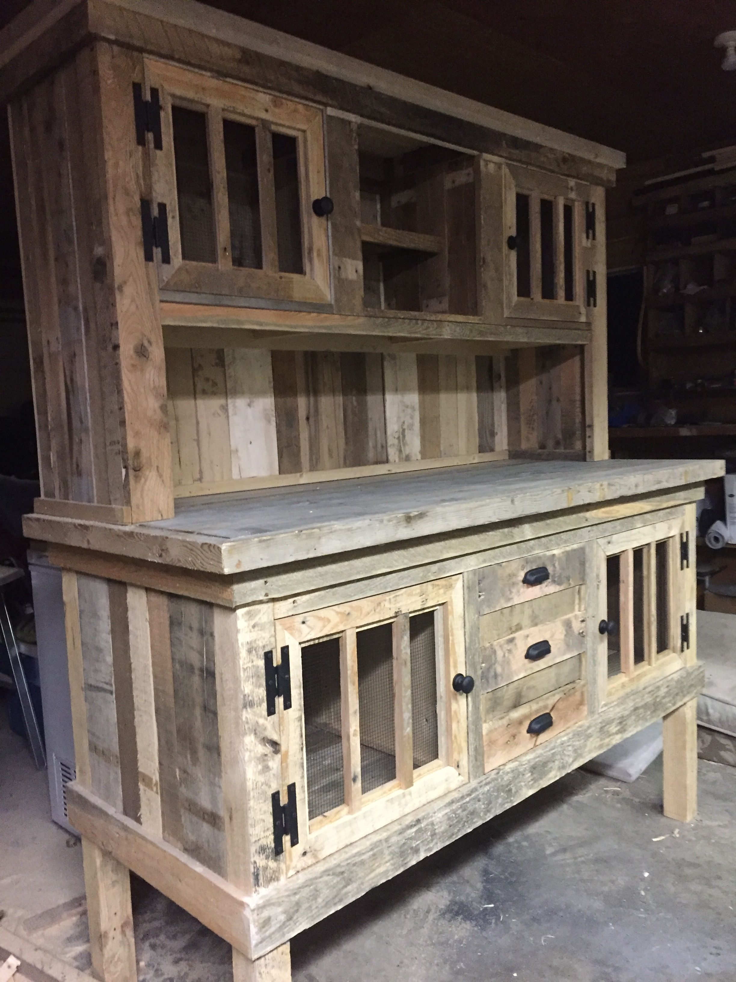 Pallet wood hutch cabins pinterest pallet wood for Wood hutch plans