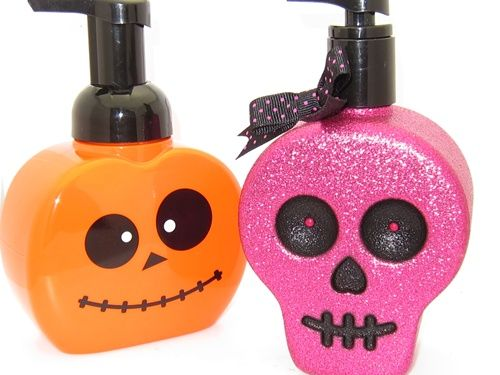 bath and body works halloween pumpkin and skull antibacterial hand soaps 001