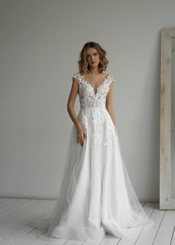 Wedding dress Enn by Olivia Bottega. A-line elegant wedding dress. Made of Exclusive glitter fabric