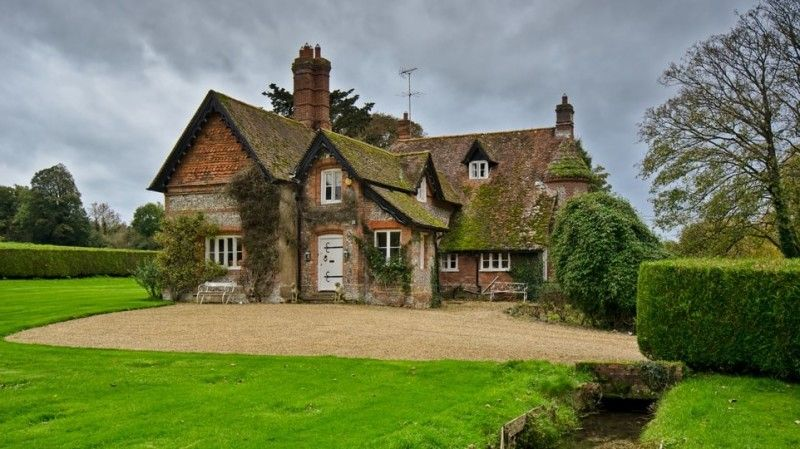 Old English traditional village large scale cottage  http:--www.inspiredhomeideas.com