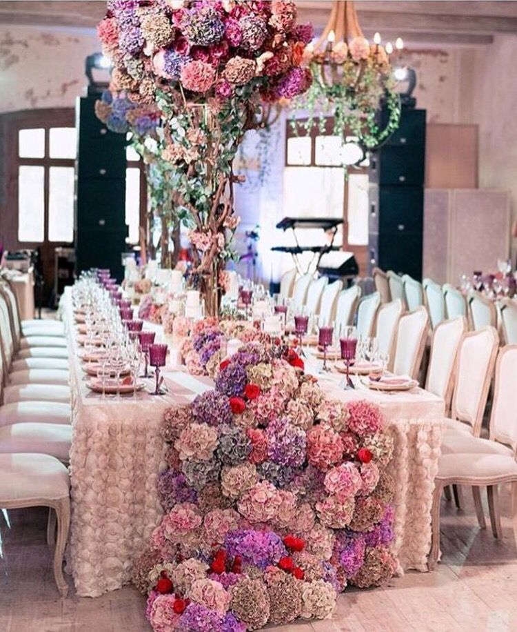 Hydrangea table garland and tall centrepiece