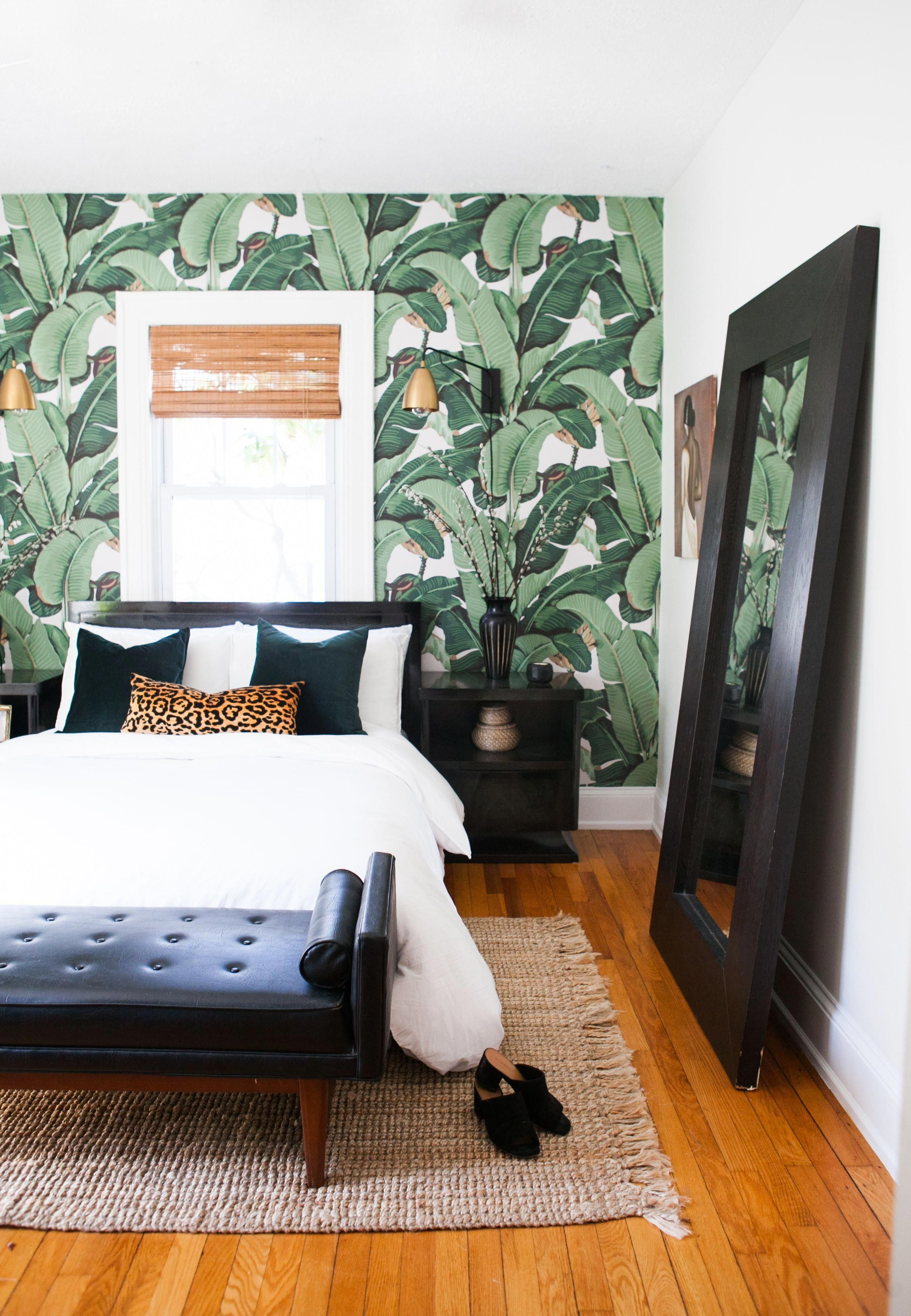 Removable banana leaf wallpaper from Etsy adds a tropical