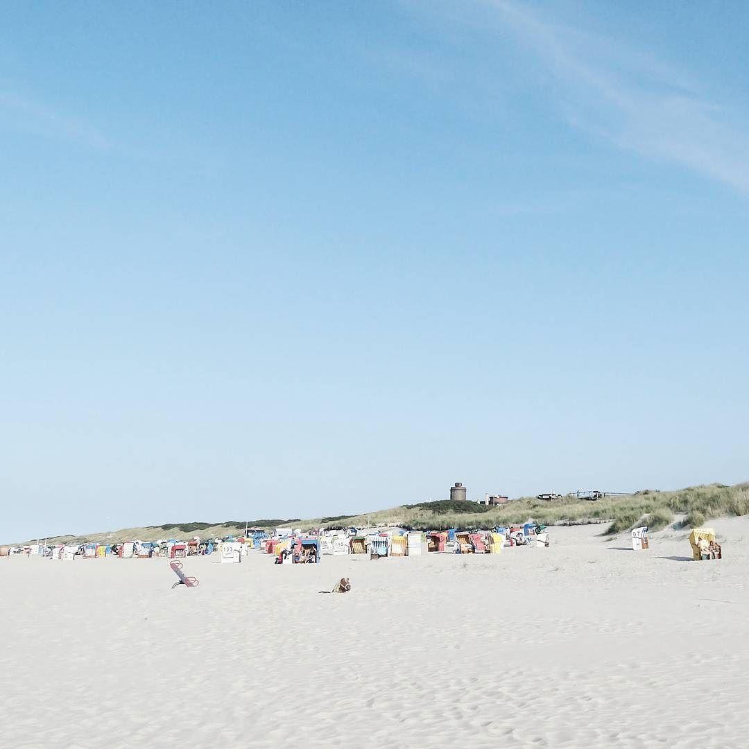 """. """"Welchen Tag haben wir?"""" fragte Pooh. """"Es ist heute"""" quiekte Ferkel. """"Mein Lieblingstag!"""" sagte Pooh. . .  .  . . . #juliamammiladeaufjuist #juist #beach #juisthappy #beachlove #beachlife #happylife #happyme #strand #strandliebe #sky #blueskys #sea #island #northsea #nordsee #island #lifeisbetteratthebeach"""