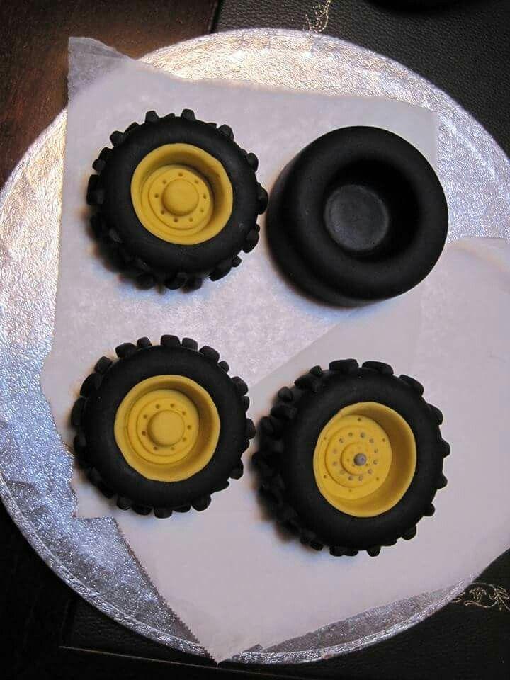 Pin Von Birgit Auf Traktor Traktor Kuchen 3d Kuchen Tortenverzierungstipps