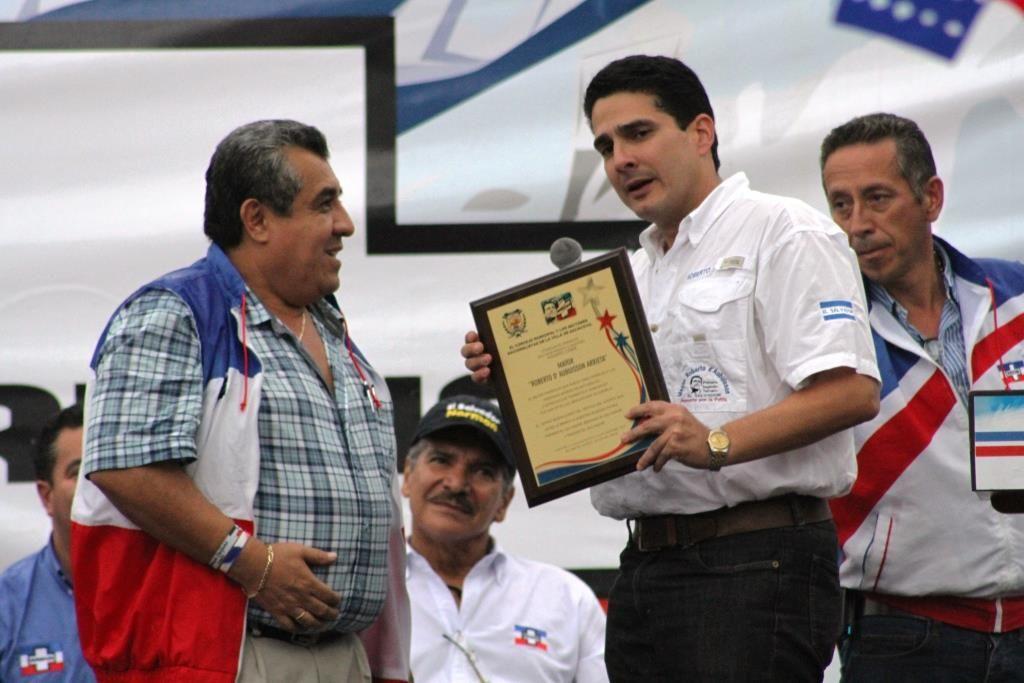 Con nuestro alcalde de Sacacoyo