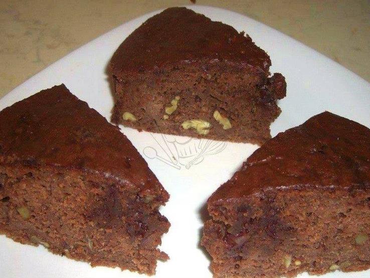 Čokoládový koláč s jablkami a orechami