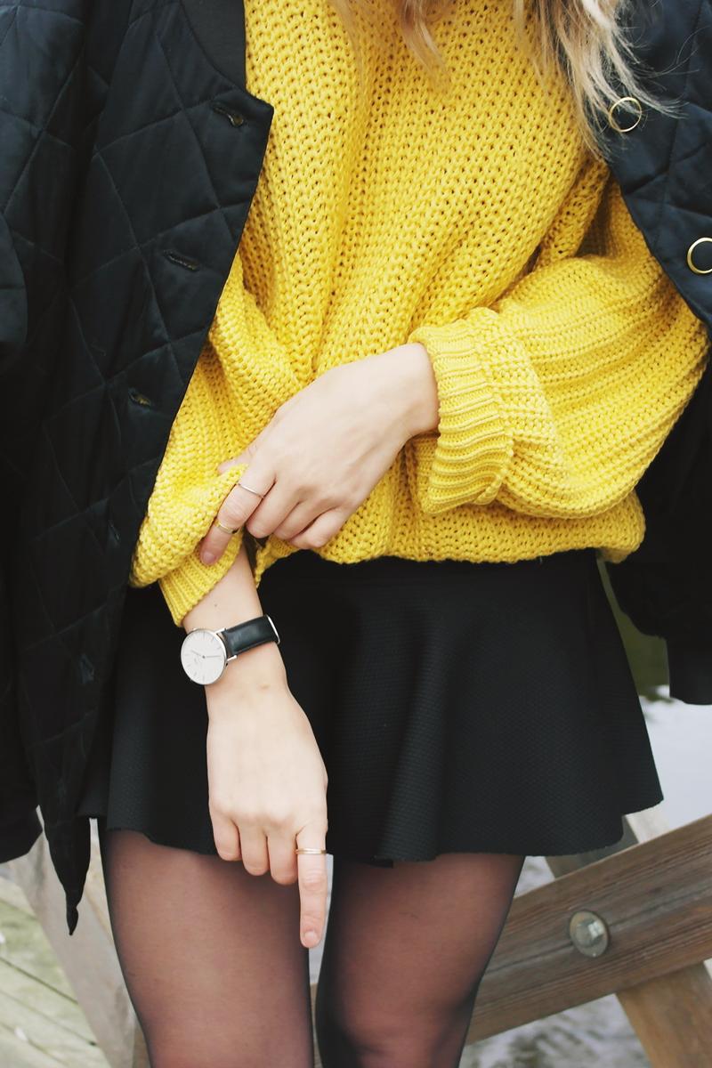 Outfit details | Daniel Wellington + scuba skirt + bomber fashion ootd http://lackofcolour-millak.blogspot.fi/
