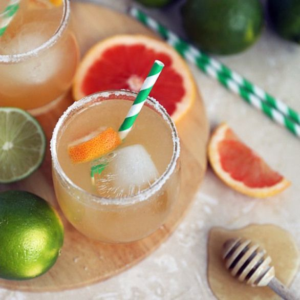 Grapefruit Honey Paloma. This Refreshing Mexican Cocktail