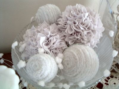 Pipe Cleaner Snow Balls with Winter White ~ * THE COUNTRY CHIC COTTAGE (DIY, Home Decor, Crafts, Farmhouse)