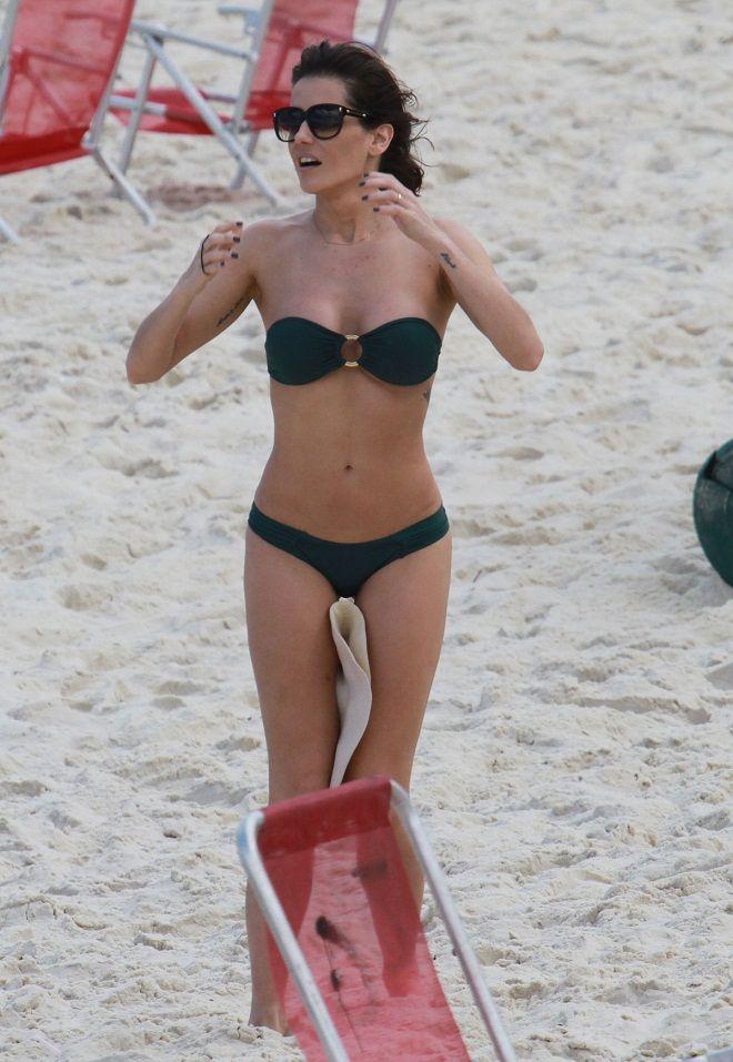 Deborah Secco flaunts bikini body in a black bandeau ...