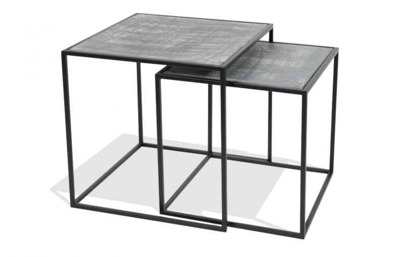 c7afc7d1456bf0 Tables gigognes en métal peint coloris noir, plateaux aspect béton ciré et  structure métal