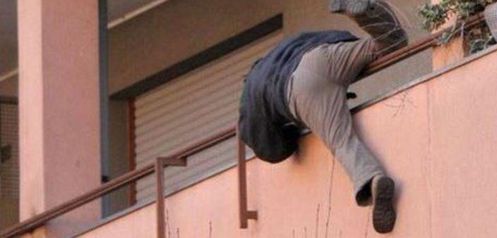 Fabriano  Ladri si arrampicano sulle grondaie tre furti in via SerraloggiaIL BORGHIGIANO https://t.co/4TGWGwrMB8 https://t.co/4ImBAijPah