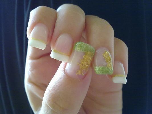 gel gold and green nail