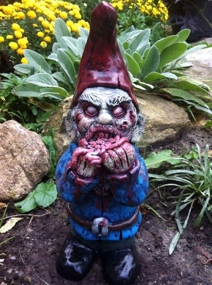 Zombie Gnomes Des Nains De Jardin Facon The Walking Dead Nain