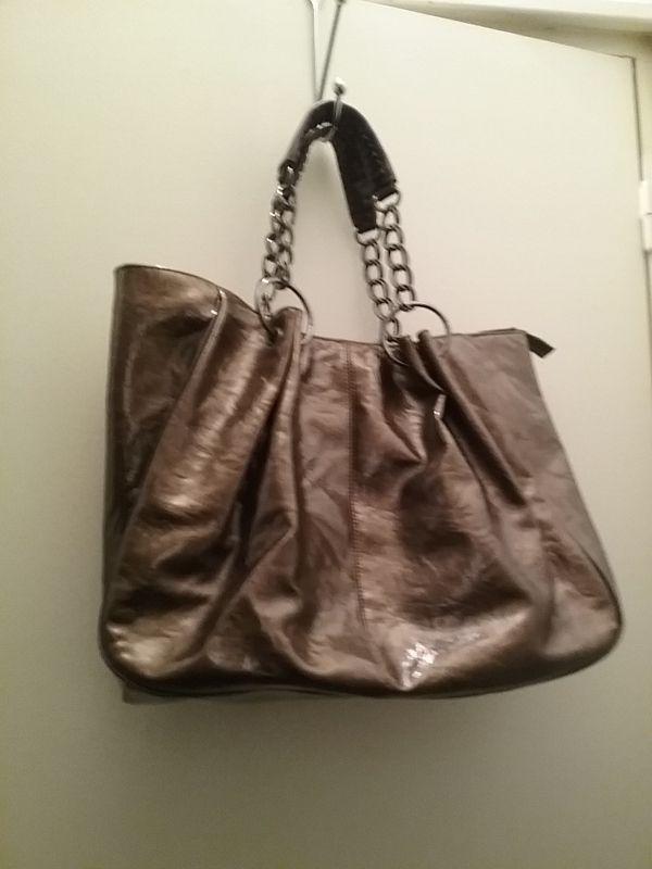 9c2a65dee2 Jolie sac de marque MANOUKIAN couleur Or. Location Sac couleur dorée  Champigny-sur-Marne (94500)