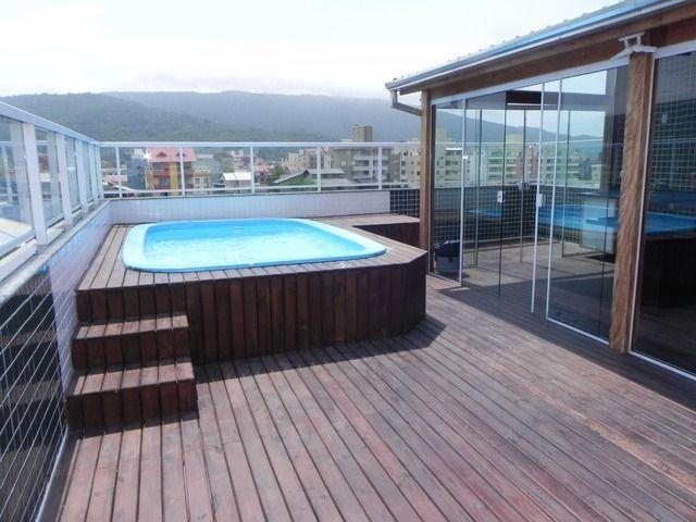 Elevada piscinas peque as piscinas terraza azotea y decoracion atico - Techo piscina cubierta ...