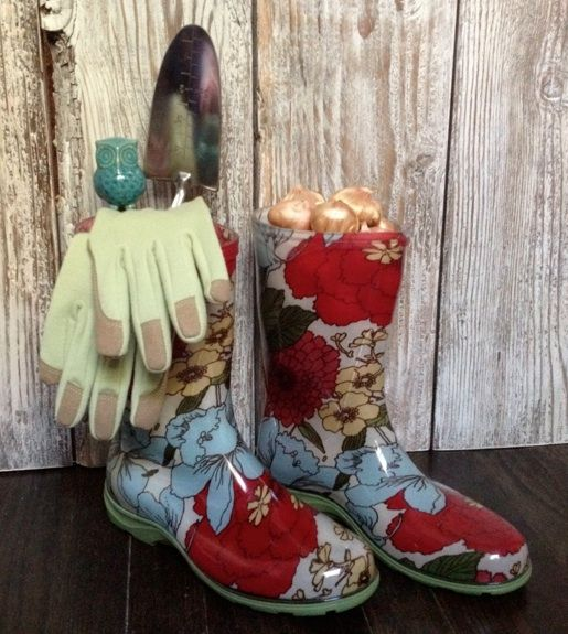 Galoshes for the Garden! Materials: Summer Flowering Bulbs, Rain Boots, Trowel, Decorative Garden Stake, Gardening Gloves. 1. Simply fill one of the rain boots with summer-flowering bulbs. Make sure they are showing just above the top of the boot. 2. Arrange stake, trowel and gloves in the other boot. 3. Now you have a simple, cute Mother's Day gift that mom will enjoy all summer long!